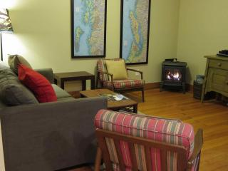 Wood Street Guest House // 1 bedroom // Sleeps 4 - Puget Sound vacation rentals