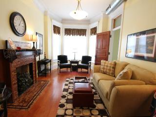 Victorian Greystone in the heart of Wrigleyville! - Chicago vacation rentals