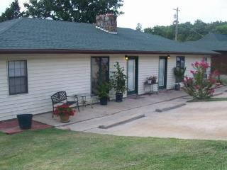 The St. Louisan Guest Home - Branson vacation rentals