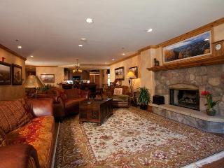 4/4 Ski-in/Ski-Out! Ice Rink! Center of Village - Beaver Creek vacation rentals