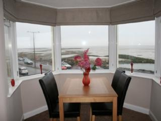 BAY VIEW APARTMENT, Morecambe, Lancashire Cumbria border - Lancashire vacation rentals