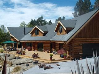 Luxurious Loghouse in the heart of Central OtagoNZ - New Zealand vacation rentals