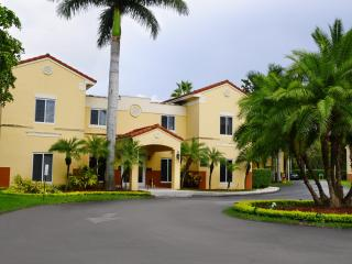 Two Bedrooms 2.5 Bathrooms in Kendall - Miami vacation rentals