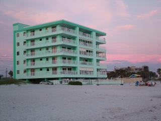 3 bedroom beach condo right on the Gulf of Mexico - Madeira Beach vacation rentals