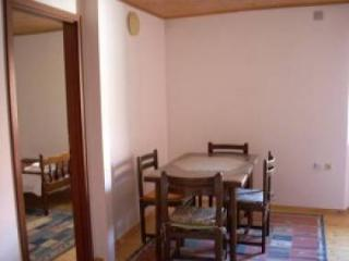 01709OMIS  A3(4+1) - Omis - Central Dalmatia vacation rentals