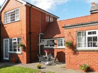 WOODCROFT COTTAGE, pet friendly, with a garden in Bridlington, Ref 8775 - Bridlington vacation rentals