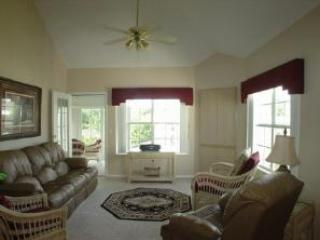 View of Living Room - Branson Penthouse Condo 3 bedroom/3 bath w/ WiFi, Pool, Hot Tub, Keyless Entry & much more! - Branson - rentals