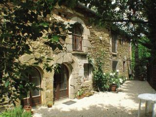 Charming cottage- country setting near Dinan C006 - Trevron vacation rentals