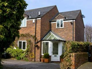 4 EDGAR PLACE, family friendly, country holiday cottage, with a garden in Chester, Ref 5663 - Cheshire vacation rentals