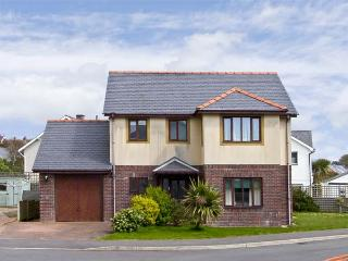 MIN Y TRAETH, pet friendly, with a garden in Criccieth, Ref 6765 - Criccieth vacation rentals