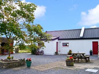 THE STUDIO, romantic, character holiday cottage, with hot tub in Balla, County Mayo, Ref 8329 - County Mayo vacation rentals