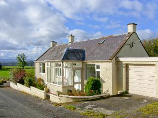 WEST WINDS, pet friendly, country holiday cottage, with a garden in Torthorwald, Ref 4394 - Dumfries vacation rentals
