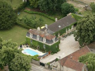 Le Petit Village Spring Cottage, heated pool &wifi - Burgundy vacation rentals