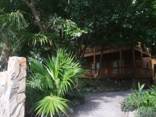 Cocolobo Resort Lodge B 2BR/2.5BRM Fully Furnished - Bay Islands Honduras vacation rentals