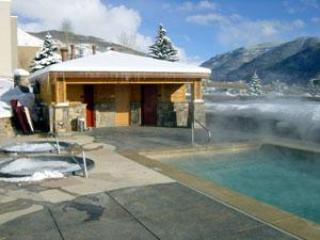 Outdoor heated pool - Sun Vail 11D - Mountain View 3 Bedroom, 2 Bath - Vail - rentals