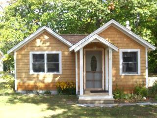Summer View of Cozy Cottage - Cozy Cottages in Mackinaw City - Mackinaw City - rentals