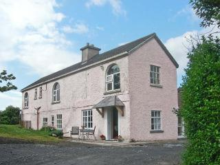 FUCHSIA HOUSE, family friendly, with a garden in Tully, County Galway, Ref 8451 - Tully vacation rentals