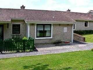 NO 16 LAKELANDS, pet friendly, with a garden in Tramore, County Waterford, Ref 4676 - County Waterford vacation rentals