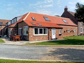 RABBIT HOUSE, pet friendly, luxury holiday cottage, with a garden in Skipsea, Ref 8242 - Skipsea vacation rentals