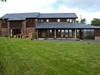 BUSHMILLS, family friendly, character holiday cottage, with a garden in Abbey Dore, Ref 5465 - Hereford vacation rentals