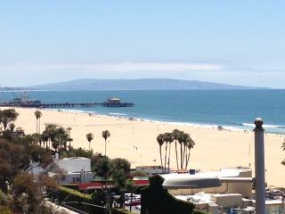 Ocean Front, steps to beach and  downtown - Manhattan Beach vacation rentals