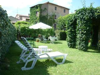 CASA GRETA IS A CHARMING  IVY- COVERED HOUSE WITH  GARDEN NEAR TODI - Umbria vacation rentals