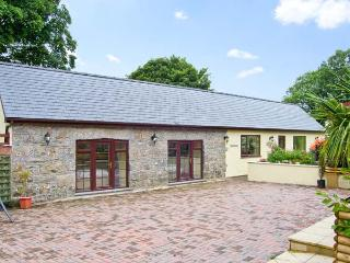 CASTELL COTTAGE, family friendly, country holiday cottage, with a garden in Benllech, Ref 8954 - Benllech vacation rentals