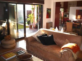 Cascais flat with cosy garden - Cascais vacation rentals