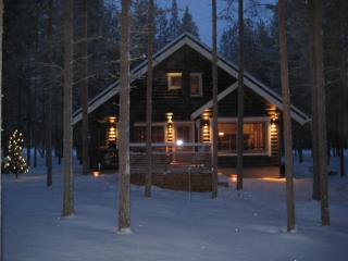 Log cottage in the center of Pyhä ski resort - Pelkosenniemi vacation rentals