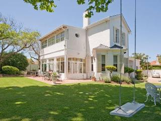 Brooklands ,just 3 K's from Africa's top resaurant ,the TEST Kitchen . - Ferndale vacation rentals