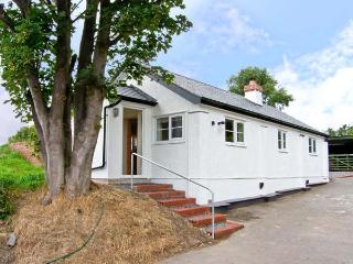 PEN Y BRYN COTTAGE, pet friendly, country holiday cottage, with open fire in Bodfari Near Denbigh, Ref 5342 - Bodfari vacation rentals