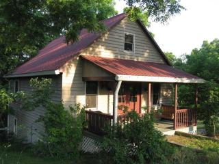 A Little House All to Yourself--Relax & Unwind! - Bedford vacation rentals