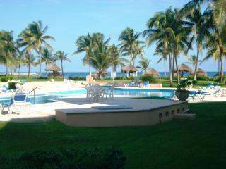*OCEANVIEW GROUNDFLOOR BEACH 2 POOLS WIFI DEALS!!! - Puerto Aventuras vacation rentals