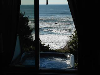 Bring Your Love To The Coast! Hot Tub & Ocean View - Lincoln City vacation rentals