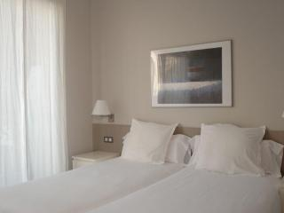 Passeig de Gracia - 1 bedroom apt with balcony - Barcelona vacation rentals
