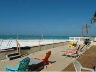 2 Bed 2 Bath - directley on the beach, The Sandbox - Image 1 - Siesta Key - rentals