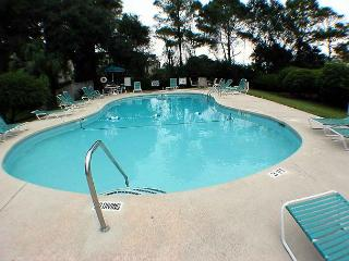 Beachwood 1E - Oceanside One Level Condo - Hilton Head vacation rentals