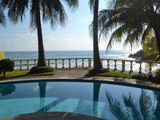 Beautiful Bella Vista BEACHFRONT - Private Casita - San Salvador vacation rentals