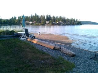 Eaglesnest Beachfront Vacation Home on Roberts Bay - Sidney vacation rentals