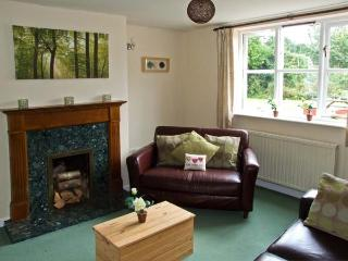 LITTLE HOLME, pet friendly, country holiday cottage, with a garden in Eardisley, Ref 8814 - Herefordshire vacation rentals
