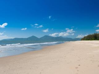 Yorkeys Knob Beachfront Apartment - Cairns District vacation rentals