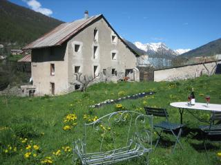 traditional farmhouse, contemporary style - Briançon vacation rentals