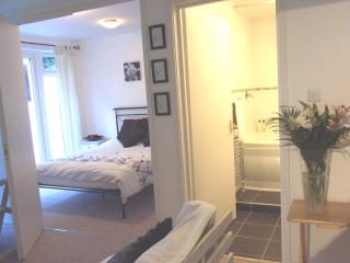 Self-catering apartment, Redhill, Surrey nr London - Redhill vacation rentals