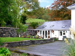 PENGWERN FARM COTTAGE, family friendly, country holiday cottage, with a garden in Llanrwst, Ref 8784 - Llanrwst vacation rentals