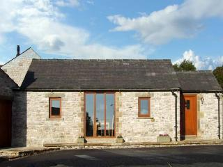 SWALLOW BARN, pet friendly, character holiday cottage, with a garden in Priestcliffe Near Bakewell, Ref 10489 - Peak District National Park vacation rentals
