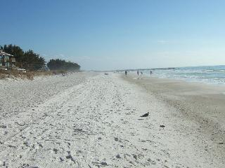 Bermuda Bay Club  between the Beach and the Bay - Holmes Beach vacation rentals