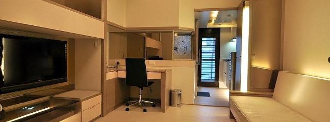 Spacious Living Room-TV, Sofa, Working Desk, Movable Tea Table - Standard / Family Aprt: 3 mins MRT, 1 min Night Market - Taipei - rentals