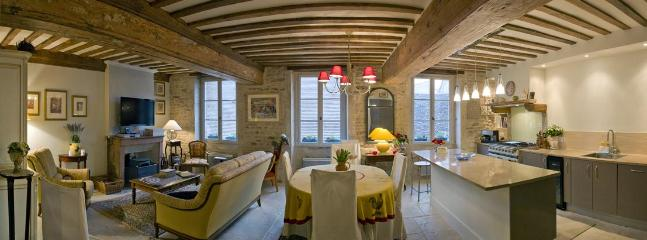 Living/dining - Le Pinot-Elegant 2 bedroom apartment in Beaune. - Beaune - rentals