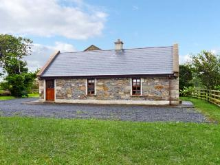 CREEVY COTTAGE, family friendly, character holiday cottage, with a garden in Cliffoney, County Sligo, Ref 7958 - County Sligo vacation rentals