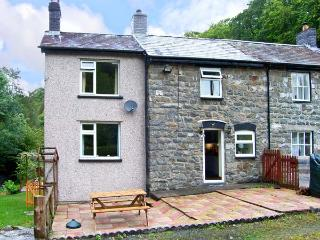 2 LLAWRCOED ISAF, pet friendly, character holiday cottage, with a garden in Llanbrynmair, Ref 6745 - Mid Wales vacation rentals